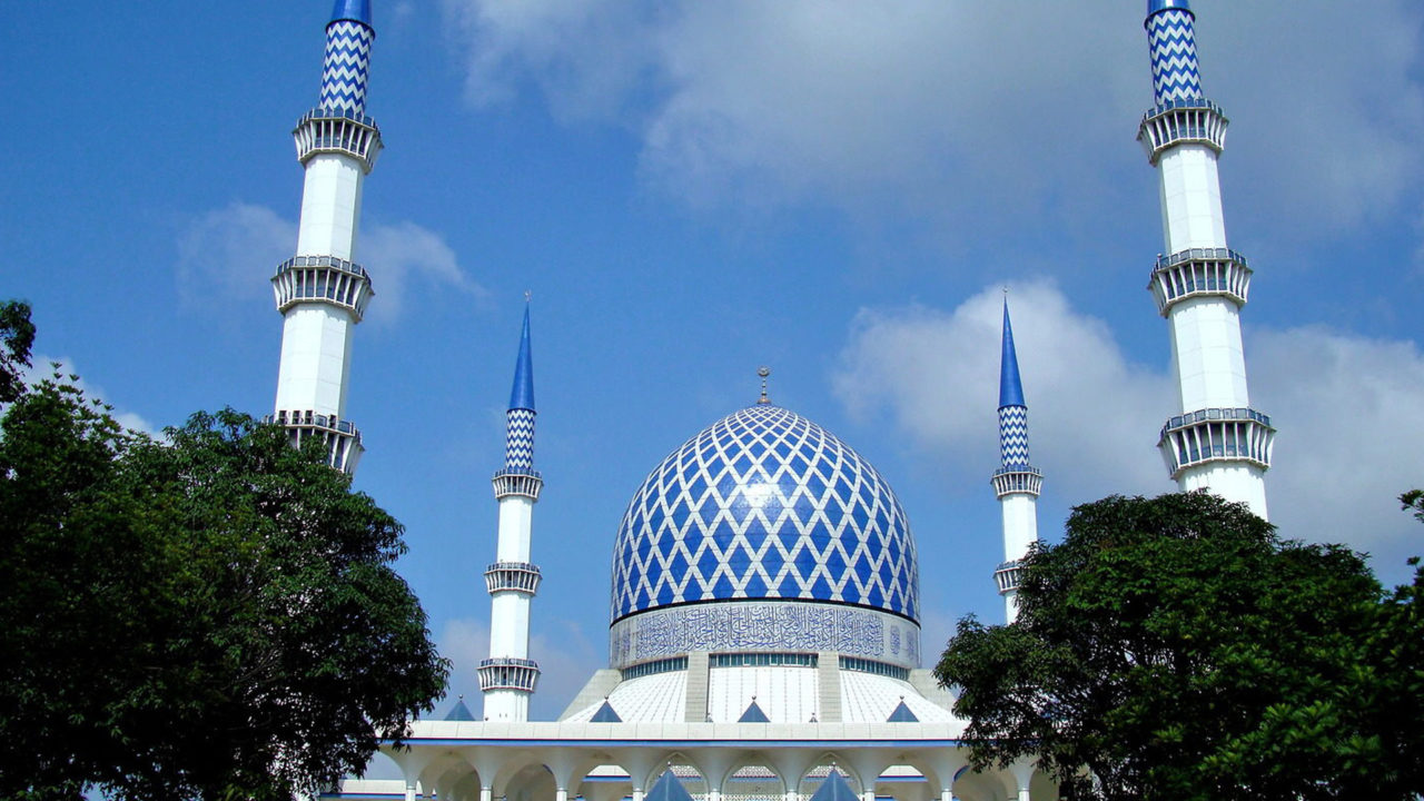 https://www.westafricanpilotnews.com/wp-content/uploads/2020/05/Malaysia-Shah-Alam-Blue-Mosque-Iconic-05-14-20-1280x720.jpg