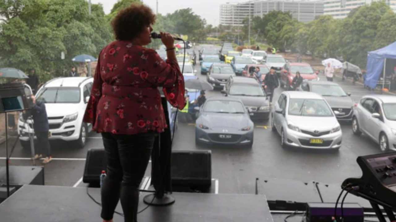 https://www.westafricanpilotnews.com/wp-content/uploads/2020/05/Singer-Casey-Donovan_Perfroms-to-fans-in-Cars-05-21-20_1-1280x720.jpg