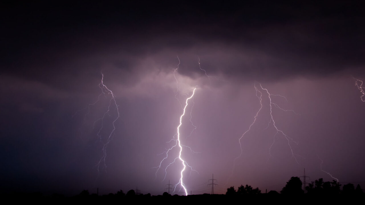 https://www.westafricanpilotnews.com/wp-content/uploads/2020/08/Weather-Conditions-Lightning_08-10-20-1280x720.jpg