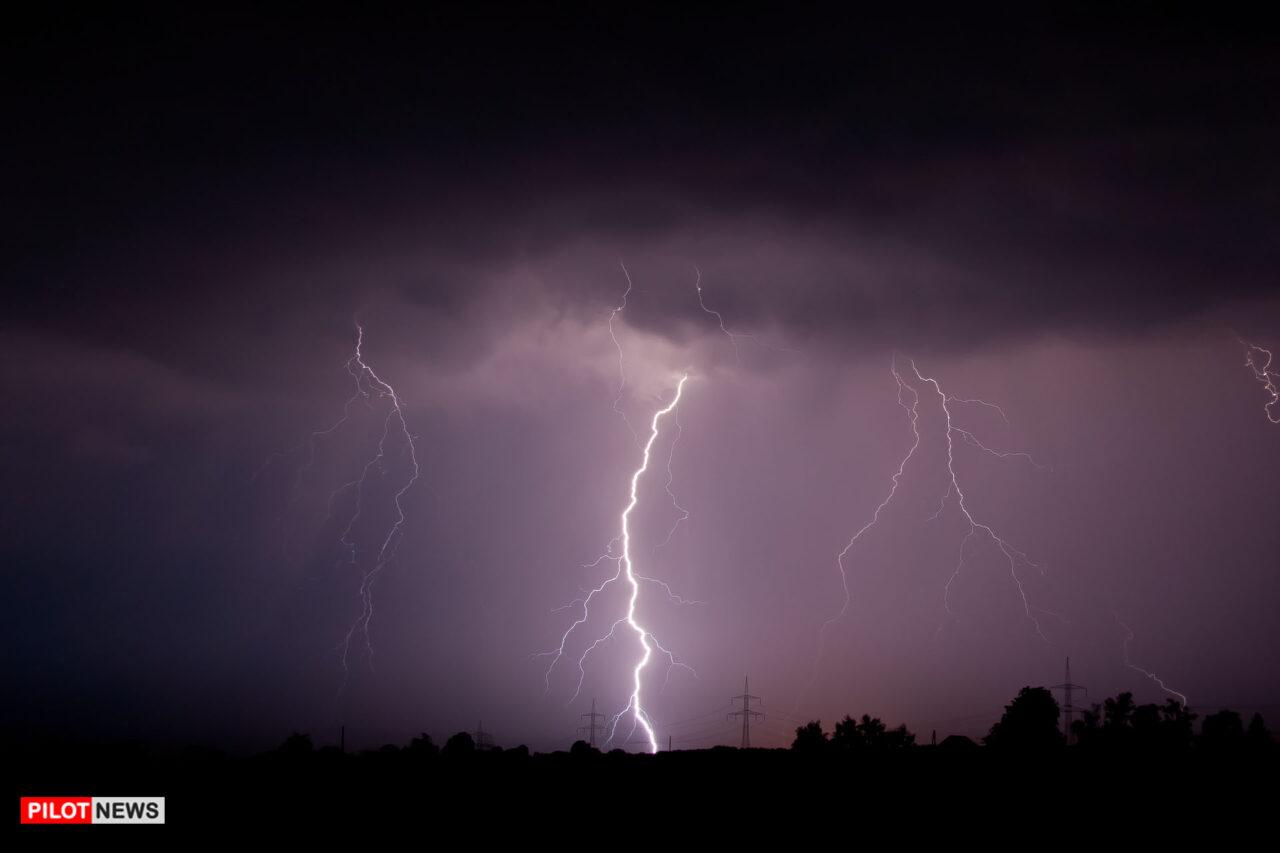 https://www.westafricanpilotnews.com/wp-content/uploads/2020/08/Weather-Conditions-Lightning_08-10-20-1280x853.jpg