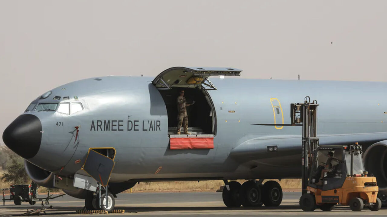 https://www.westafricanpilotnews.com/wp-content/uploads/2020/09/Military-French-Air-Force-soldiers-work-on-a-Boeing-C135-parked-on-the-French-Air-Force-base-in-Niamey-Niger-in-December-2017-9-23-1280x720.jpg