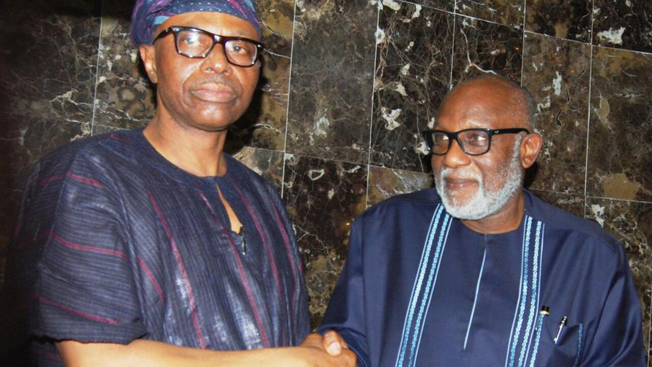https://www.westafricanpilotnews.com/wp-content/uploads/2020/09/Ondo-Gov-MIMIKO-Hands-Over-to-Gov-Elect-Rotimi-Akeredolu-in-Aure-9-9-20-1-1280x720.jpg