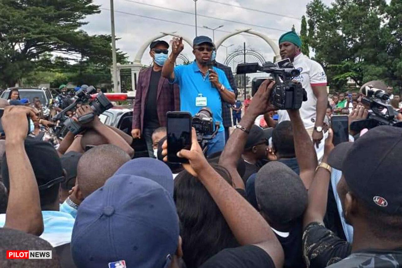 https://www.westafricanpilotnews.com/wp-content/uploads/2020/10/ENDSARS-Anambra-Gov-Obiano-Address-Protesters-sets-up-panel-to-probe-sars-abuse-10-16-20-1280x853.jpg
