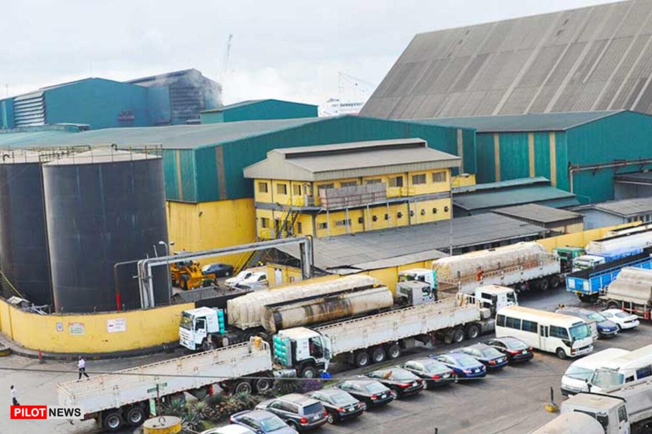 https://www.westafricanpilotnews.com/wp-content/uploads/2020/10/Factory-Dangote-Sugar-Refinery-Protest-10-18-20-1280x853.jpg
