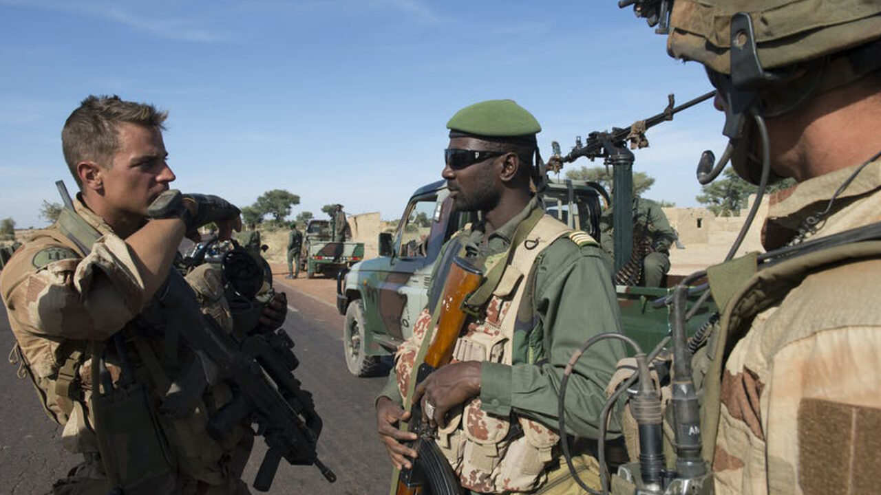 https://www.westafricanpilotnews.com/wp-content/uploads/2020/10/Niger-Foreign-Soldier-Train-Local-Soldiers-File-1280x720.jpg