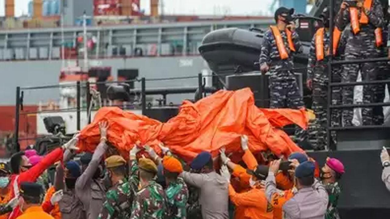 https://www.westafricanpilotnews.com/wp-content/uploads/2021/01/Indonesia-Boeing-737-500-Crash-1-9-21-1280x720.jpg