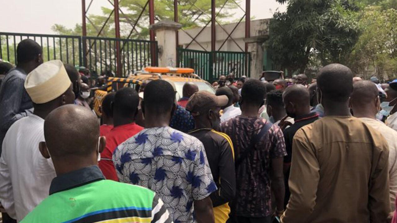https://www.westafricanpilotnews.com/wp-content/uploads/2021/02/Wuse-Market-Abuja-Traders-Outside-Wuse-Sealed-Complex-2-1-21-1280x720.jpg