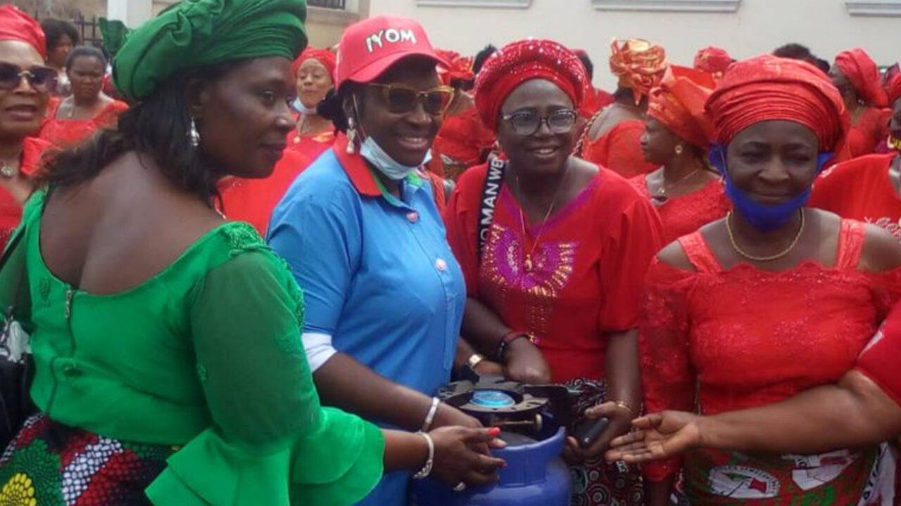 https://www.westafricanpilotnews.com/wp-content/uploads/2021/03/Senator-Ekwunife-Donates-Gas0Cookers-to-Rural-Women-2-28-21-1280x720.jpg
