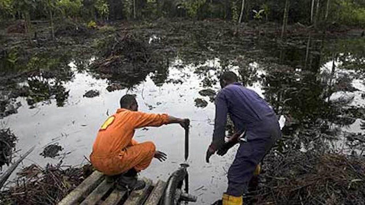 https://www.westafricanpilotnews.com/wp-content/uploads/2021/04/Oil-Spill-A-Shell-Worker-at-an-oil-spill-site-4-22-21-1280x720.jpg