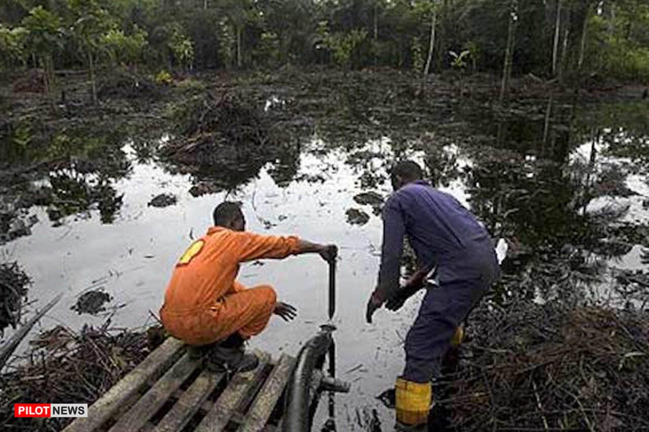 https://www.westafricanpilotnews.com/wp-content/uploads/2021/04/Oil-Spill-A-Shell-Worker-at-an-oil-spill-site-4-22-21-1280x853.jpg