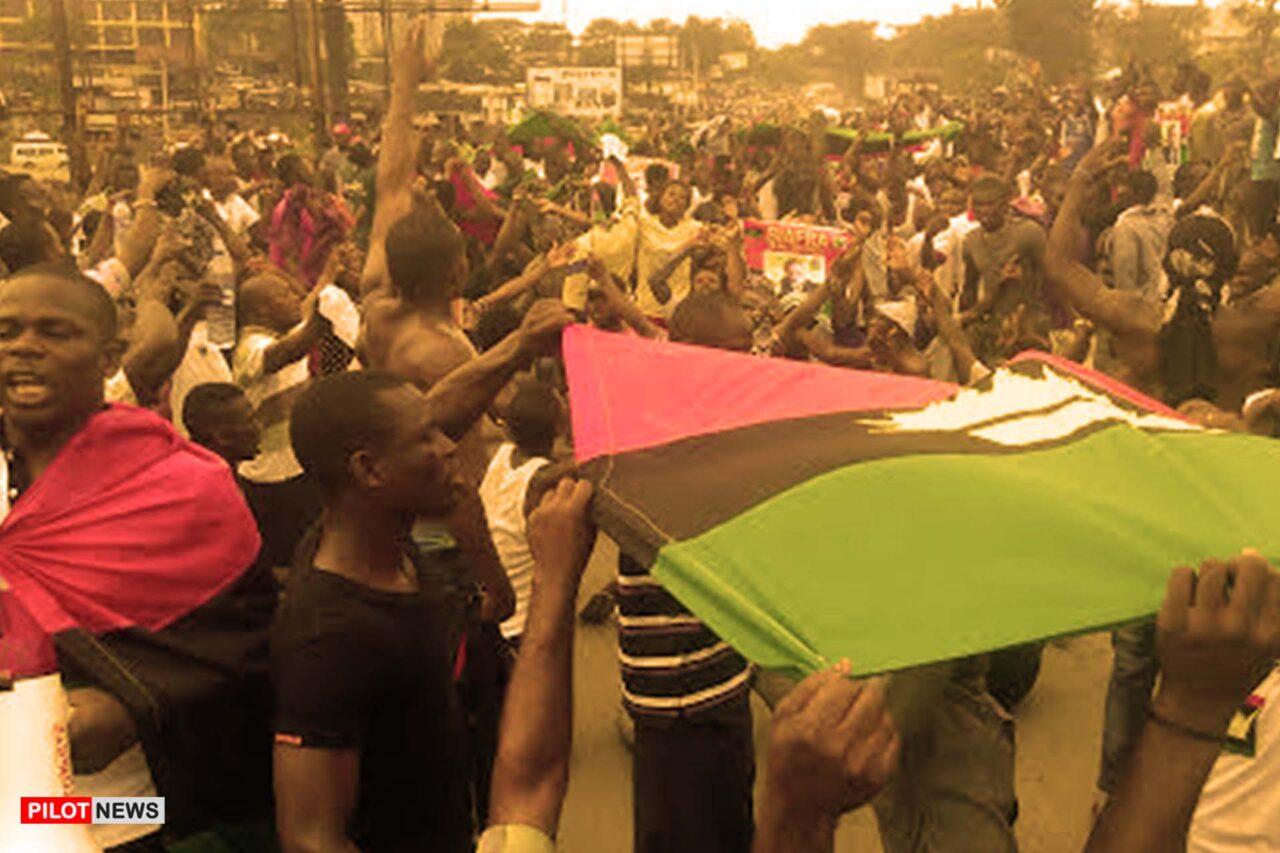 https://www.westafricanpilotnews.com/wp-content/uploads/2021/05/Biafra-Pro-Biafra-protests-hoist-flag_FILE-1280x853.jpg