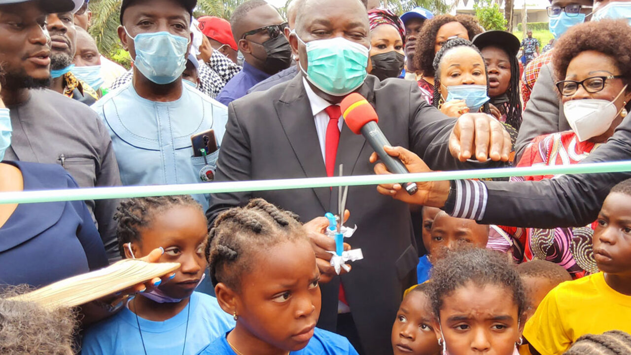 https://www.westafricanpilotnews.com/wp-content/uploads/2021/05/Park-Enugu-State-Governor-Ifeanyi-Ugwuanyi-cuts-the-ribbon-to-formally-open-Unity-Park_5-30-21-1280x720.jpg