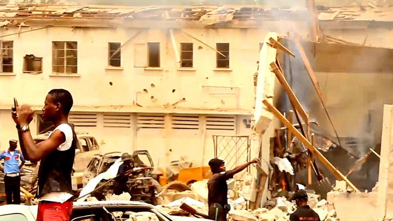 https://www.westafricanpilotnews.com/wp-content/uploads/2021/06/Fire-Yola-Specialist-Hospital-fire-1280x720.jpg