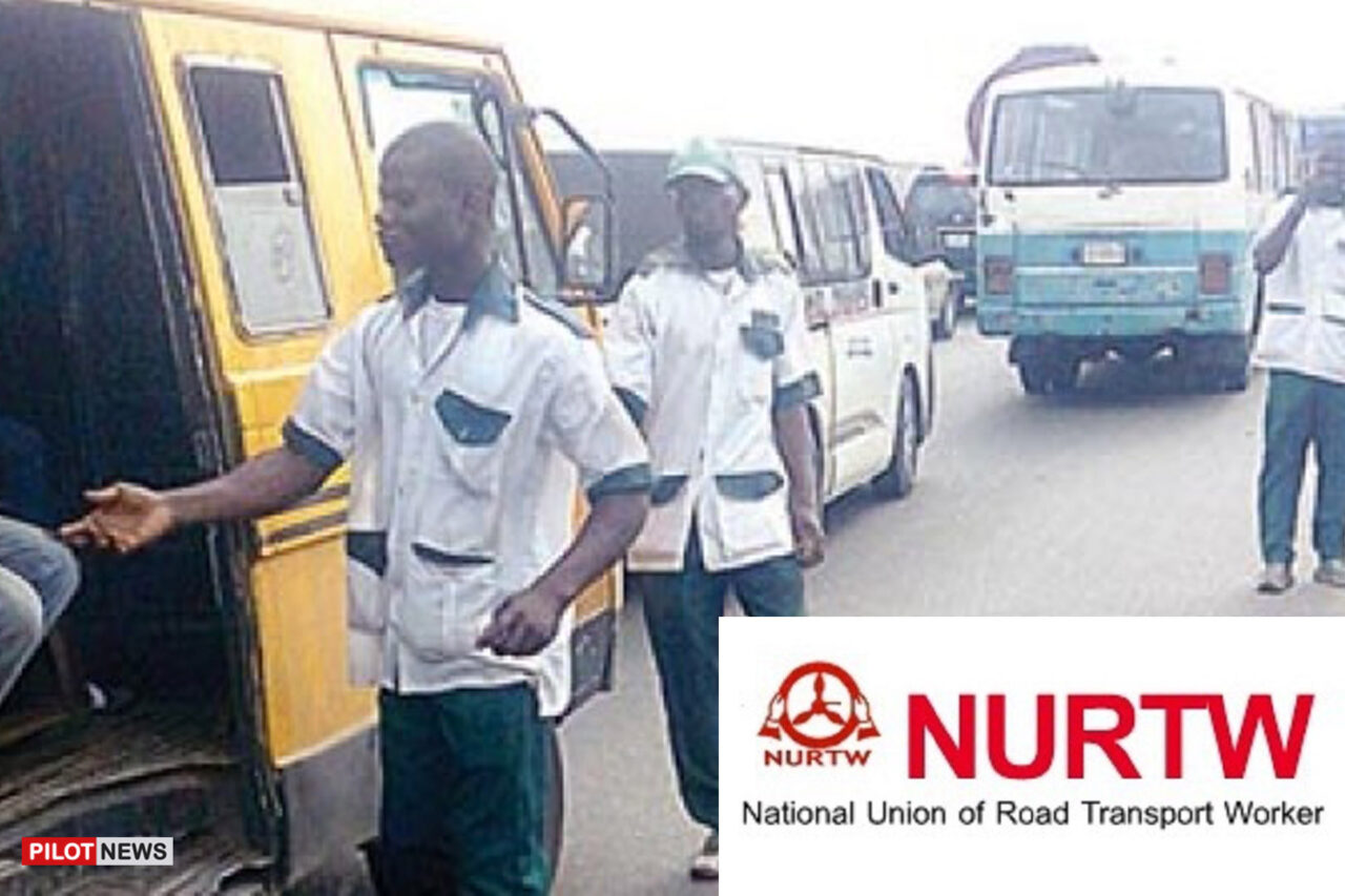https://www.westafricanpilotnews.com/wp-content/uploads/2021/07/NURTW-uniformed-officers-collecting-dues-from-transporters_File-1280x853.jpg