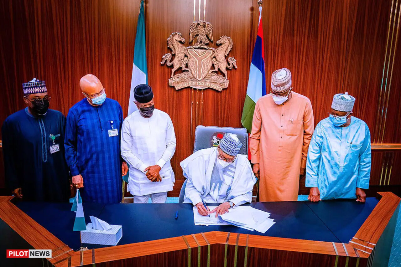 https://www.westafricanpilotnews.com/wp-content/uploads/2021/07/President-Buhari-signs-the-2021-Supplimentary-Budget-Bill-7-26-21-1280x853.jpg