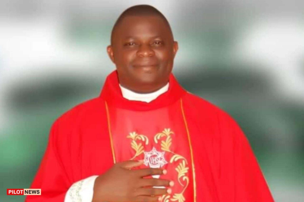 https://www.westafricanpilotnews.com/wp-content/uploads/2021/09/Rev-Fr-Luke-Benson-Yakusak-kidnapped-9-14-21-1280x853.jpg