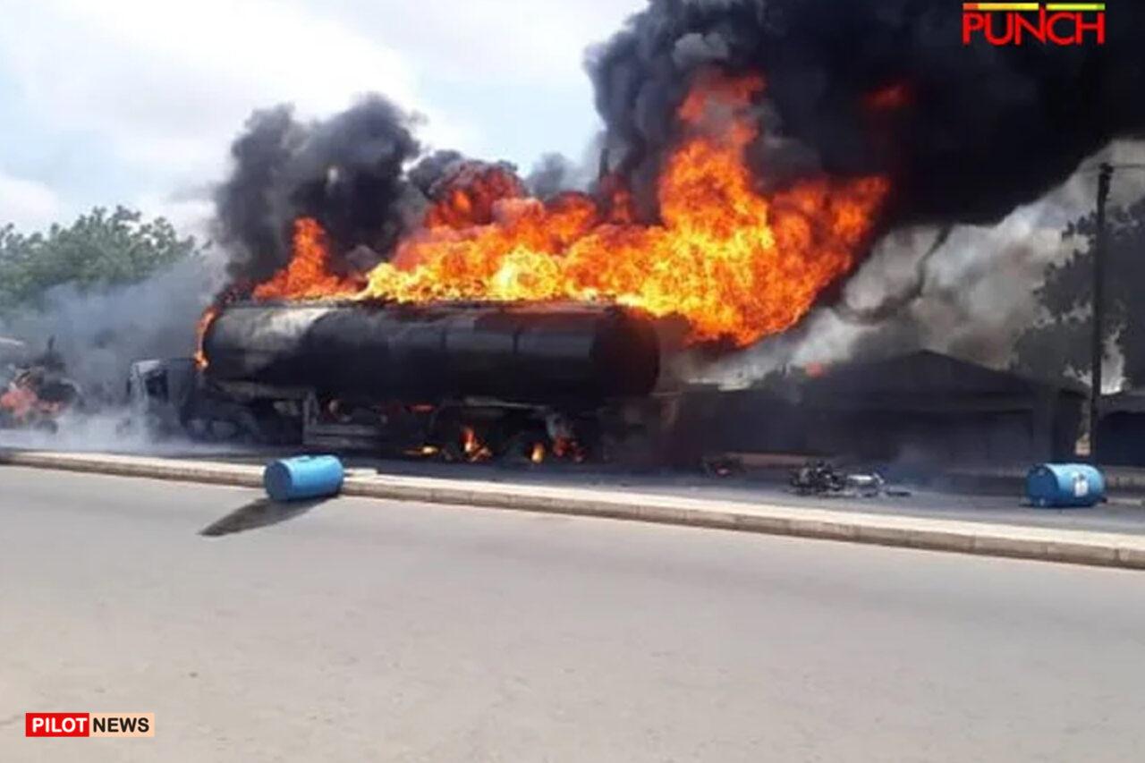 https://www.westafricanpilotnews.com/wp-content/uploads/2021/10/Explosion-Oil-Tanker-explodes-in-Adamawa-10-13-21-1280x853.jpg